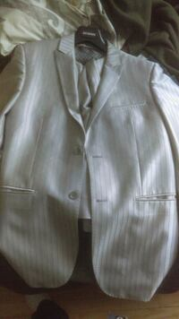 white button-up long sleeve shirt Montréal, H8N 1T3