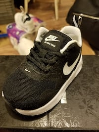unpaired black and white Nike running shoe Cabot