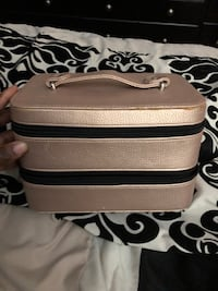 Make up carrying leather bag