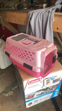 White and red pet carrier Hoffman Estates, 60169