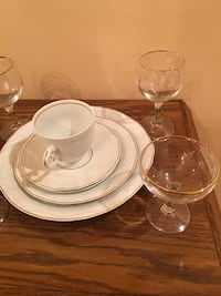 Fine China. Setting for 8- never used! Brampton, L6Y 4S7