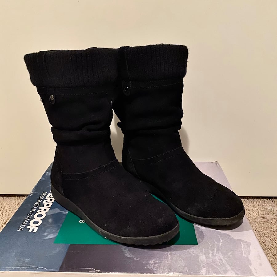Women's Cougar Winter Boots - size 7 - like new