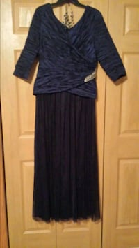 Mother of the bride or groom gown Kaukauna, 54130