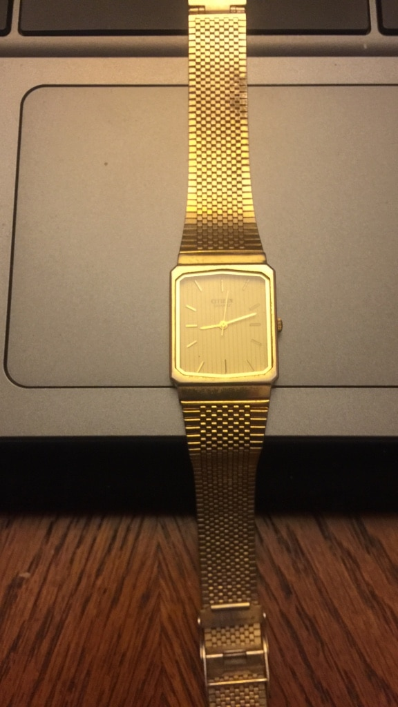 Photo Citizen gold metal watch needing to sell