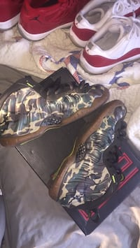 pair of black Nike Foamposite Pro shoes New York, 10306