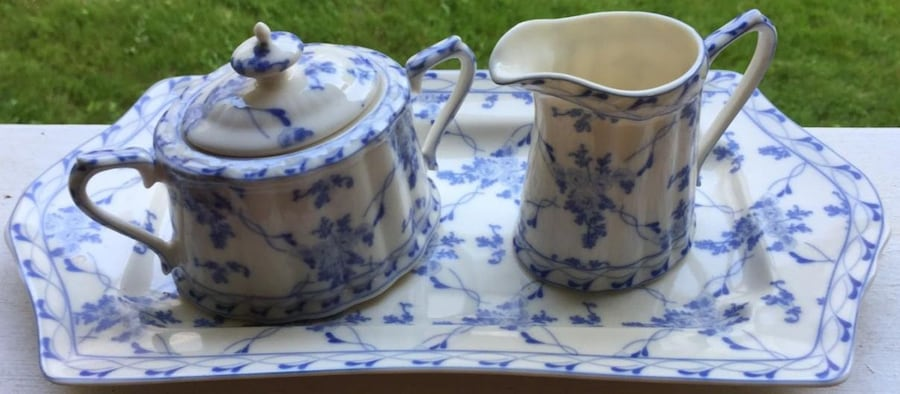 Charming Vintage-style Blue and White 3-piece CREAM and SUGAR set 2d6302f9-c3c8-4669-bd0e-ed8bc08f3aca