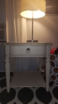 Beautiful end table Cleveland, 27013