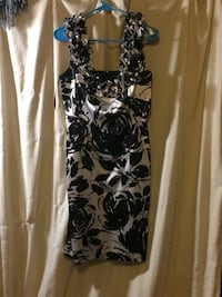 4 dresses White House black market size 8 Gervais, 97026