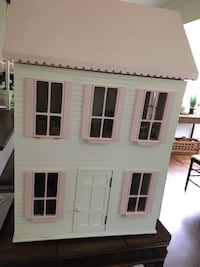 Furnished Wooden Dollhouse  Greenwich, 06831