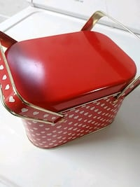 Heart pattern tin container