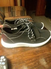 black-and-white low-top sneakers West Alexandria, 45381