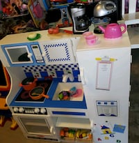 Beautiful kitchen @ clic klak used toy warehouse