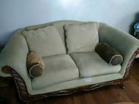 Antique loveseat Milwaukee, 53216