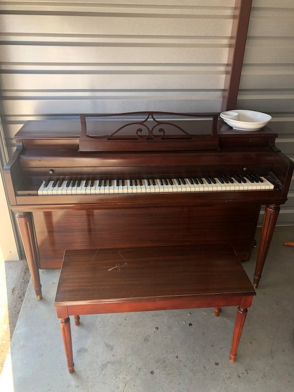 Piano / moving sale 70bf1d90-ab1d-42a6-be4f-f61aa815b595