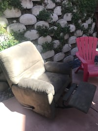 Olive colored recliner chair  San Diego, 92131