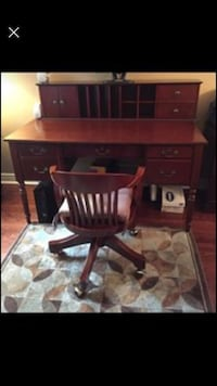 Desk, Hutch and Chair for sale Vaughan, L6A