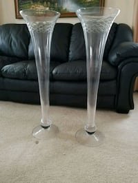 two clear glass footed wine glasses Woodbridge, 22193