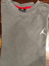 sold as a set 4 men's med sweaters & long sleeve shirts