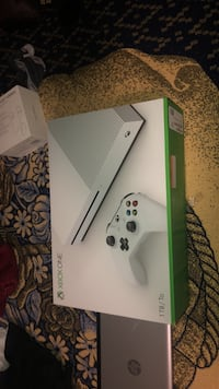 white Xbox One console with controller Lanham, 20706
