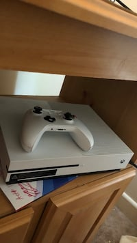 White xbox one console with controller and Boise, 83709