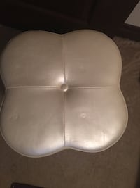 Sparkle white faux leather desk stool, great condition, pick up only Washington, 20012