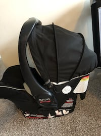 baby's black and gray car seat carrier Londres, N6J 1M2