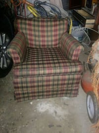 red and green armchair 574 mi