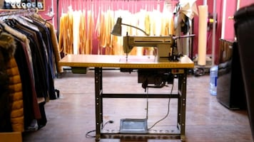Singer 591 industrial sewing machine+ table