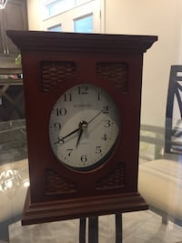Brown wooden desk clock Pickering, L1W 0B2