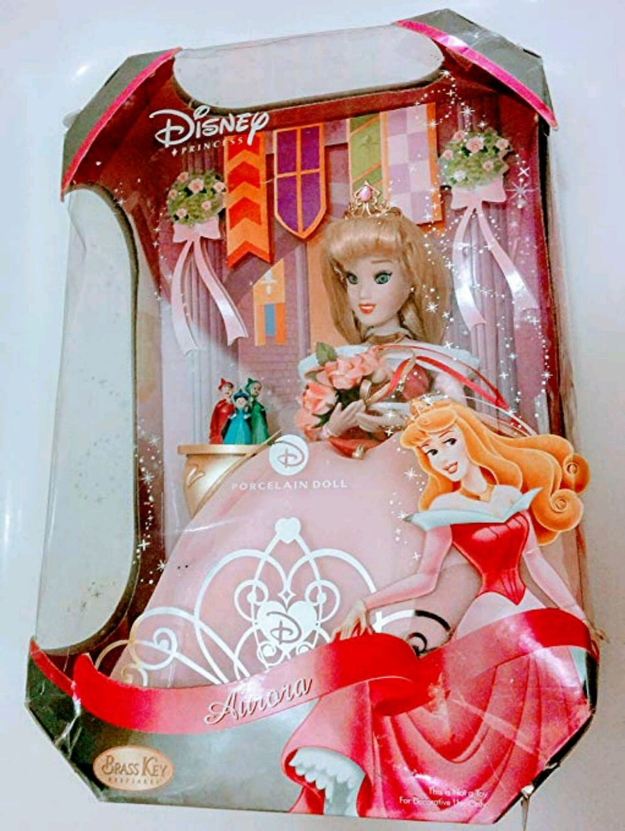 Photo Disney princess Aurora Sleeping Beauty Doll collectible