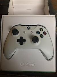 Xbox one console with controller box New York, 10453
