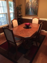 Dining Room set with matching Hutch Davie