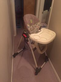 Baby's brown and white high chair euc Edmonton, T6V 0M1