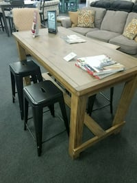 Counter height table with 4 barstools Lawrenceville