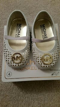 girl's white Michael Kors leather flats with box Oshawa, L1H 8L7