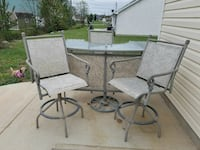 Outside bar with 3 chairs 406 mi