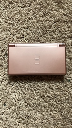 rose gold nintendo ds lite in golden letgo. Black Bedroom Furniture Sets. Home Design Ideas