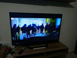 LG Led TV 120 ekran 47 inç İnternet vs var