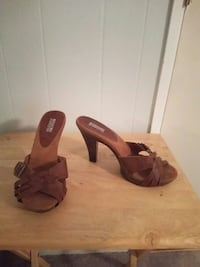 Leather and wood mules 8.5