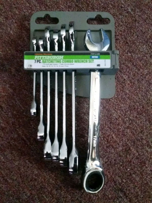 Ratcheting combo wrench set
