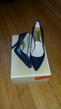 pair of blue Michael Kors pumps  size 6 Washington, 20011
