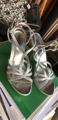 Silver shoes size 7 Midway City, 92655