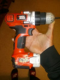 black Decker drill works and everything just have to buy a charger Saint Paul, 55130