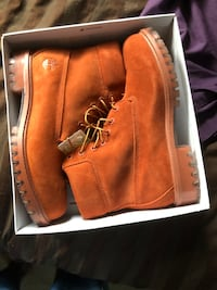 Men's Orange timberlands size 9 but fits 10 as well Brampton, L6V 4P3