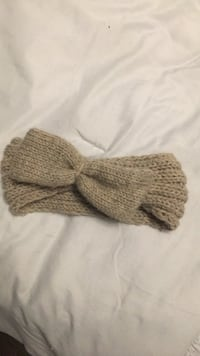 Knitted bow headband Richmond Hill, L4C 1V6