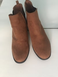 pair of brown suede boots Clarksburg, 20871