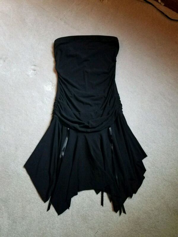 Black Strapless, Form Fitting, Mid Thigh Dress feb0a637-5e8a-46f7-8875-0d8e70c99e89