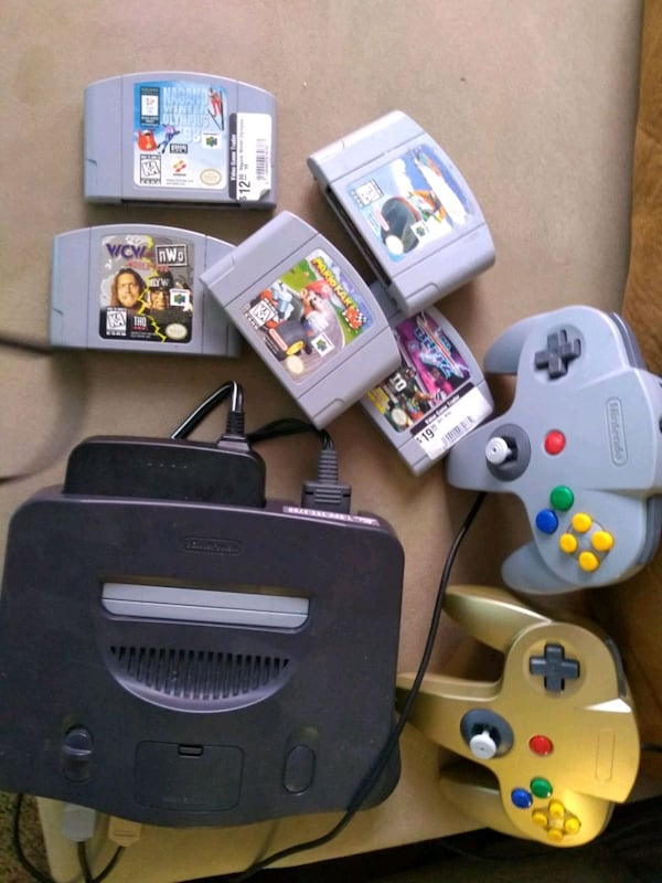N64 Nintendo 64 with 2 controllers and 6 games  6da50913-3a5a-4f73-84b3-564884cc7f01