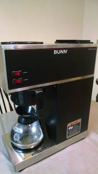 BUNN commercial coffee brewer with upper and lower warmers 205 mi