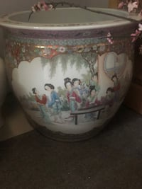 Asian Fish Bowl Decorative Vase/Urn